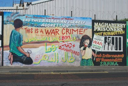 "Les fresques murales de Belfast ""This is a war crime"""